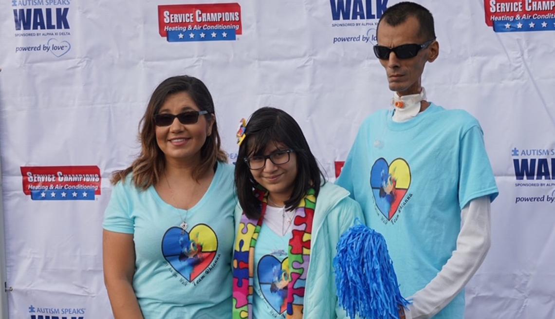 Rocio Alvarado junto a su esposo y su hija.