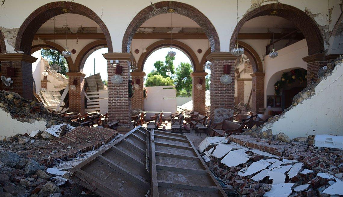 Estructura colapsa luego de un terremoto en Puerto Rico