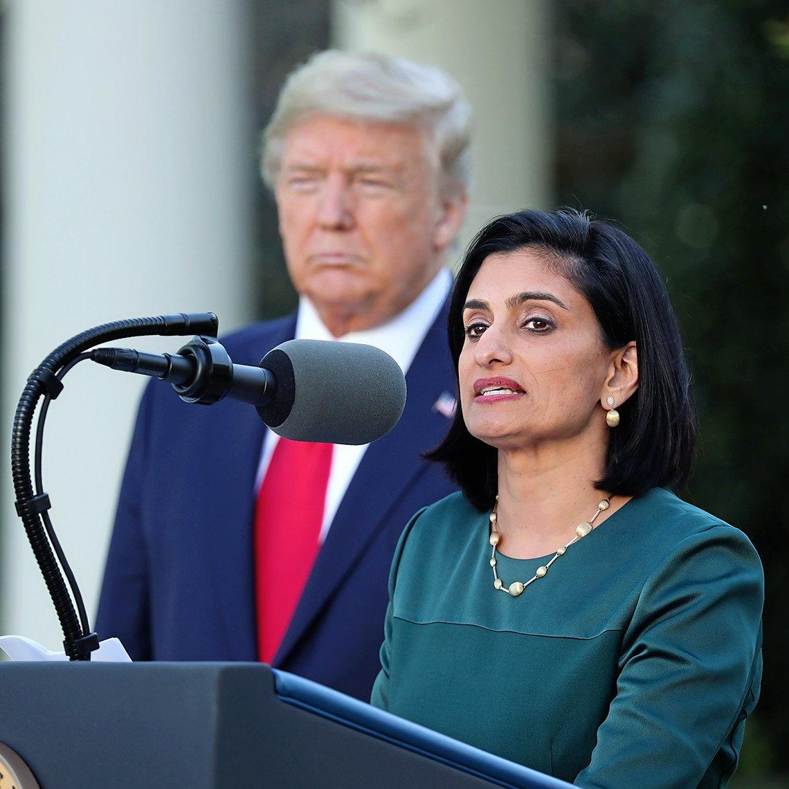 Seema Verma, administradora del Centers for Medicare and Medicaid Services, habla junto al presidente de EE.UU. Donald Trump, en una rueda de prensa del grupo de trabajo sobre el coronavirus.