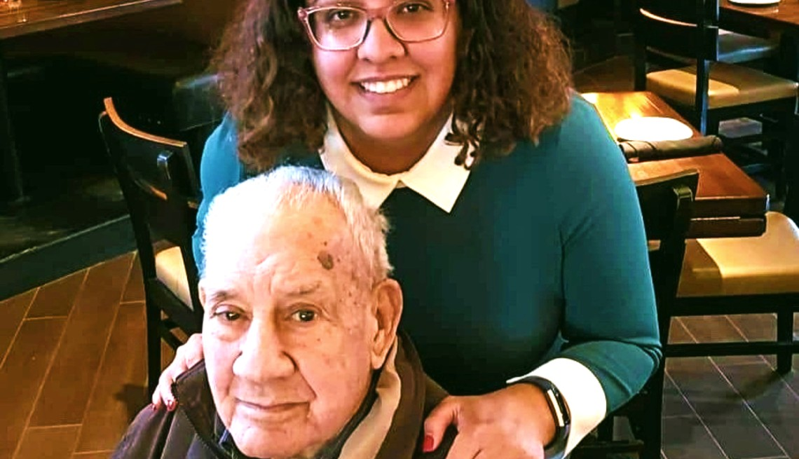 Carmen Cusido junto a su padre Armando Cusido.