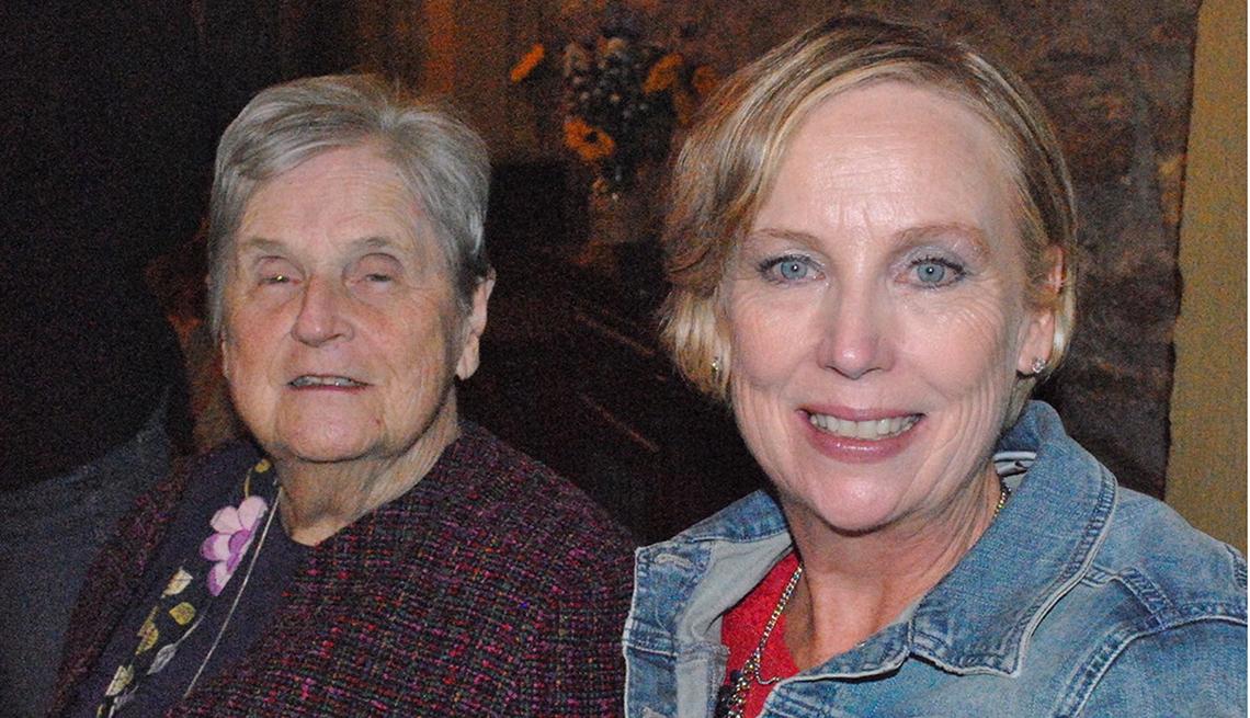 Mary Novaria con su madre, Ruth McAleer.
