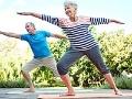 Pareja haciendo ejercicios de estiramiento - Yoga