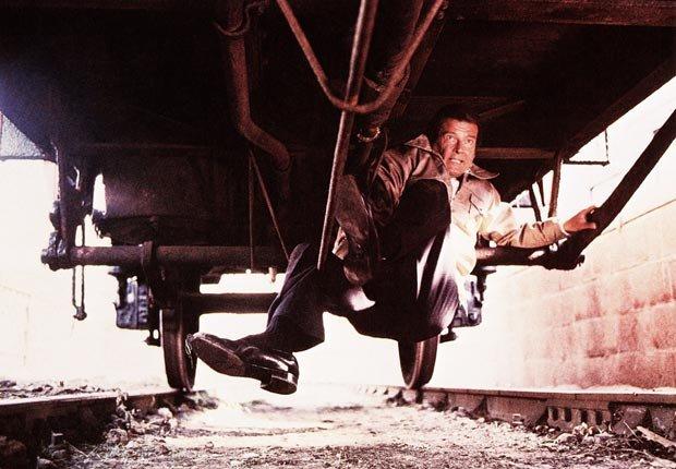 James Bond 007, Roger Moore