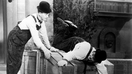 Una escena de The Music Box, una de las 21 películas clásicas para ver.
