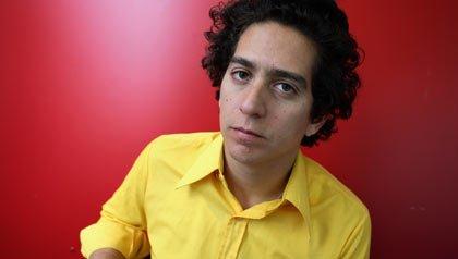 Daniel Alarcón, Entrevista con el autor sobre su nueva novela en la noche caminamos en círculo