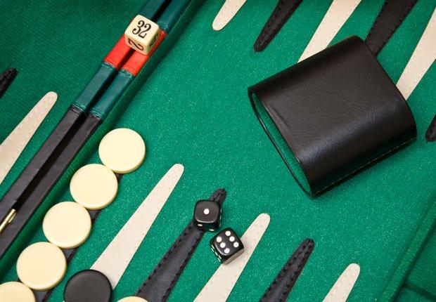 Backgammon - Juega tus juegos favoritos de mesa en tu computador
