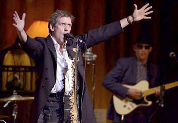 Hugh Laurie y la banda Copper Bottom Band en el Town Hall de Manhattan, Hombres famosos quieren tener bandas de música