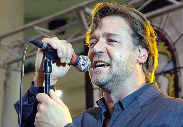 Russell Crowe con su banda, Hombres famosos quieren tener bandas de música