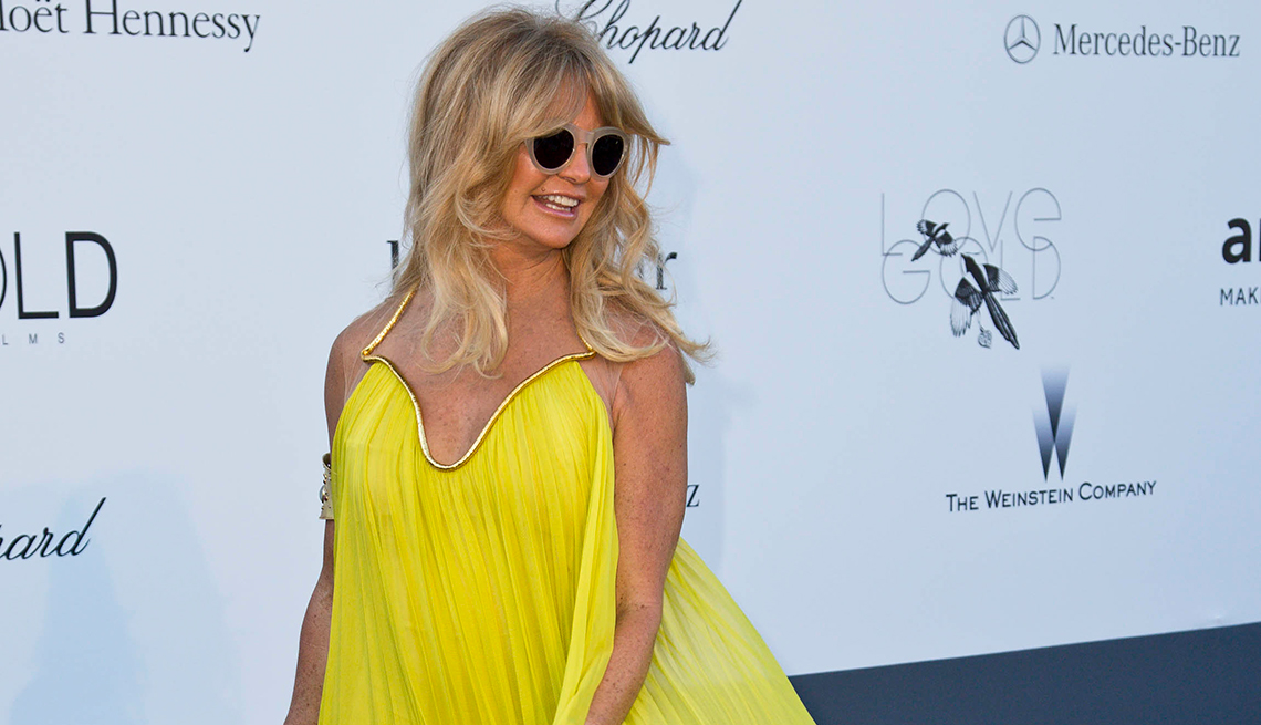 Goldie Hawn, Yellow Gown, Fashion Style 50 Plus,