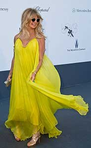 goldie hawn how to dress your age getting older dressing better yellow gown