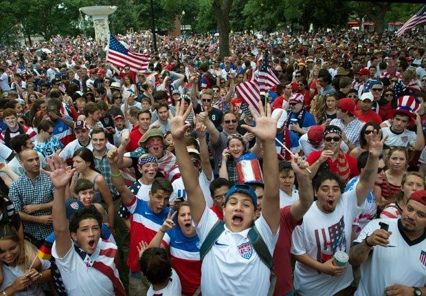 Hinchas de la selección de USA celebrando - Curiosidades del Mundial de fútbol de Brasil 2014