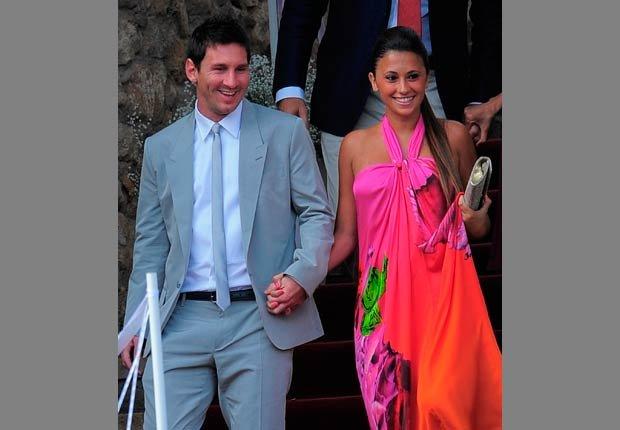 Lionel Messi, de Argentina, izquierda, y su novia Antonella Roccuzzo