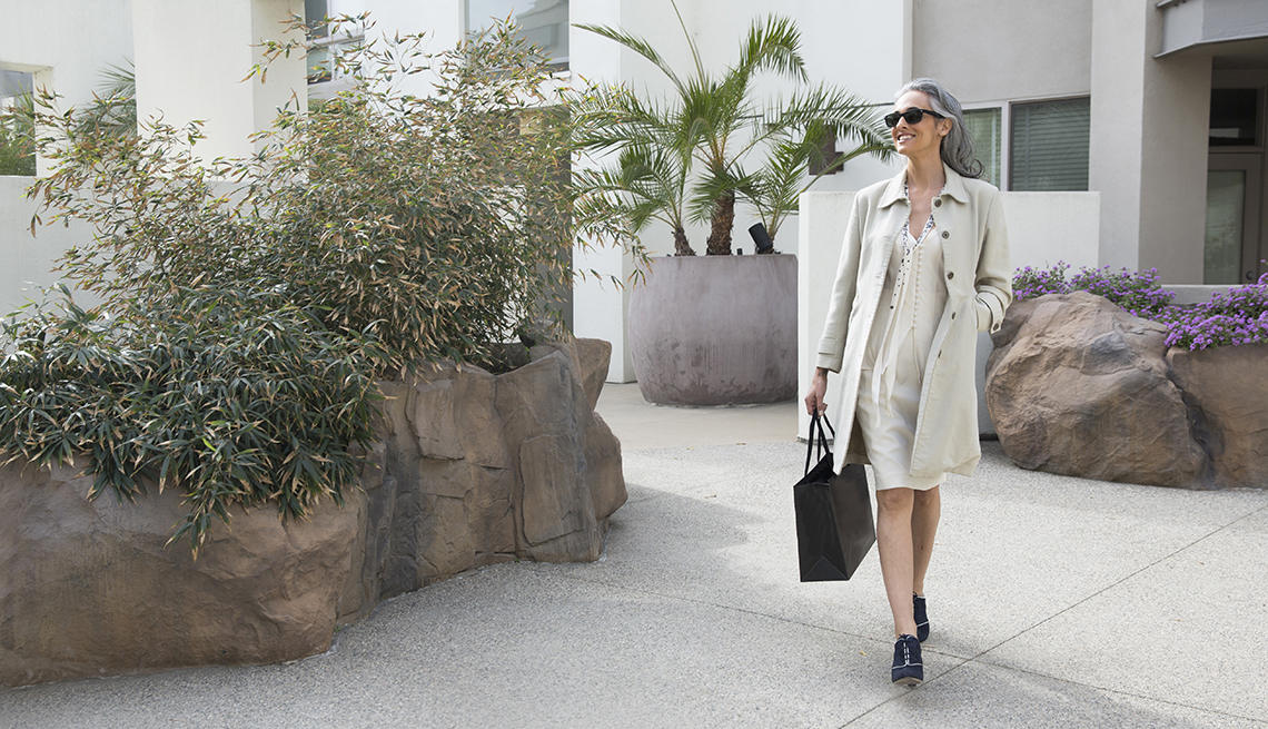 Woman, Walking, Clothes, Fashion, Look Younger