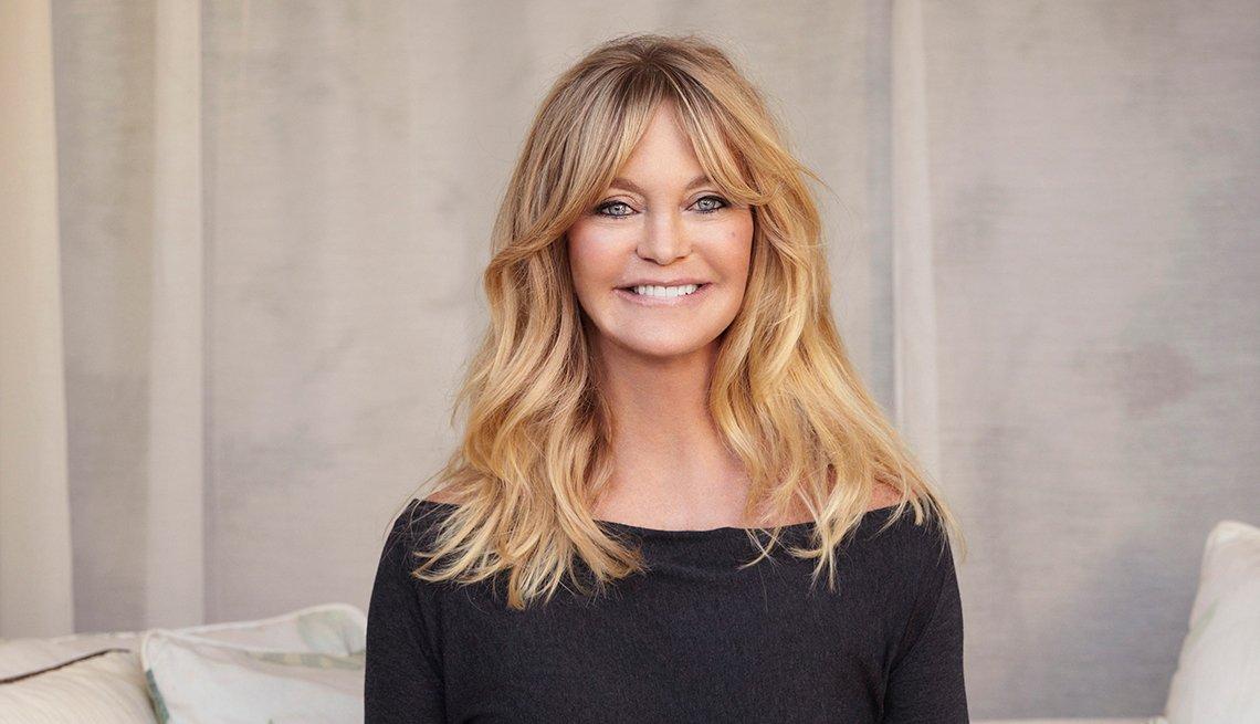 Retrato de la actriz Goldie Hawn hablando de su fundación The Hawn