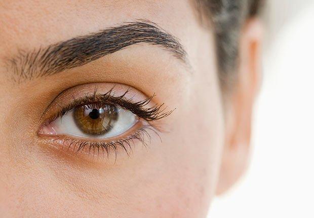 Rellena tus cejas - Maneras de verse más joven