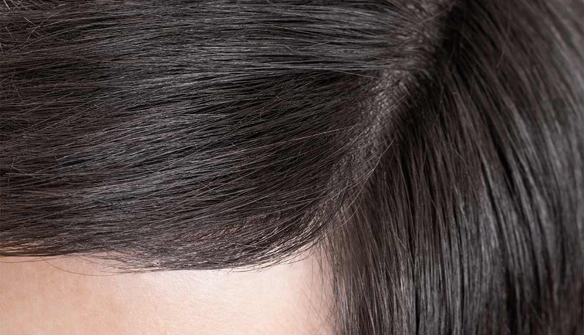 Cabello con tinte negro - Cuidado del cabello para hombres de 50 años o más