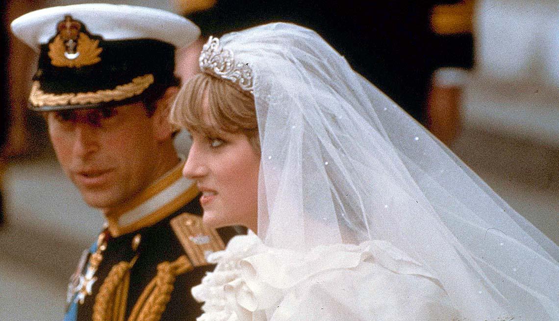 Lady Diana y el príncipe Carlos el día de su boda
