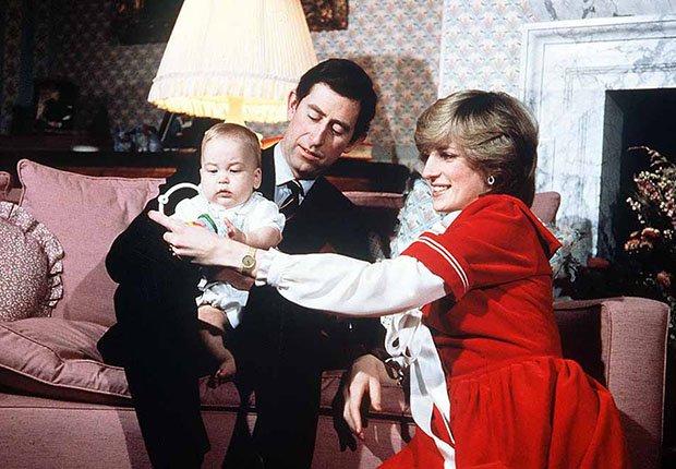 Lady Diana y el príncipe Carlos junto a su primogénito el príncipe Guillermo