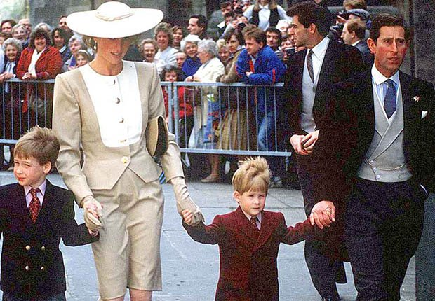 Lady Diana y el príncipe Carlos junto a sus hijos