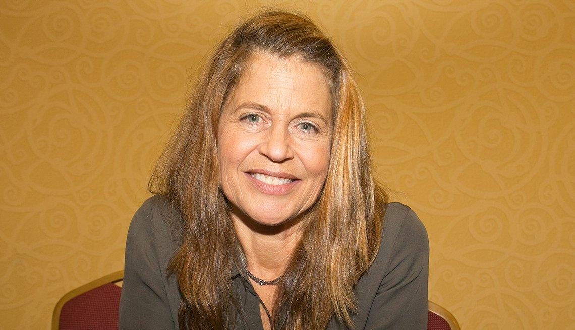 Linda Hamilton, 60