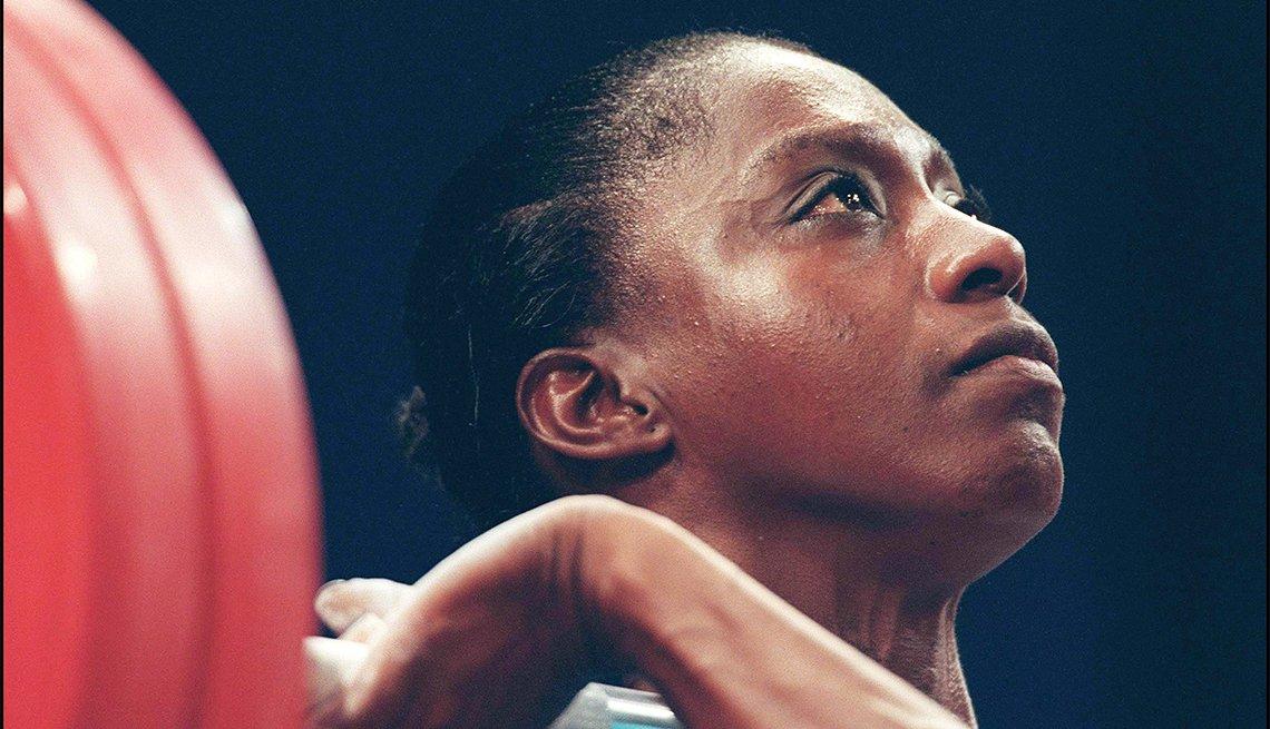 María Isabel Urrutia: Levantamlento de pesas - Pioneros olímpicos hispanos