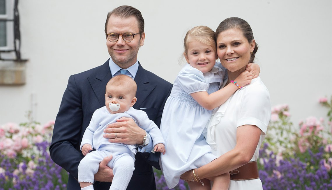 Crown Princess Victoria of Sweden, Prince Daniel, Prince Oscar adn Princess Estelle