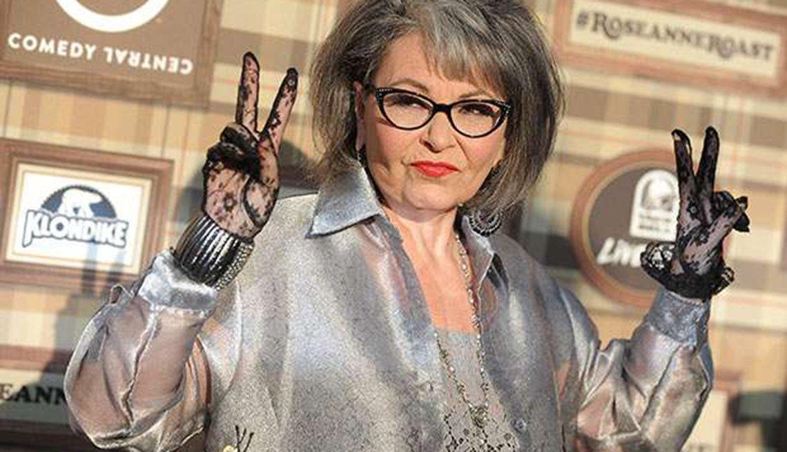 Famosas que se enorgullecen de sus cabelleras platinadas - Roseanne Barr