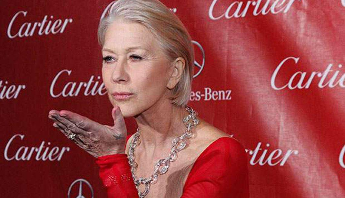 Famosas que se enorgullecen de sus cabelleras platinadas - Helen Mirren