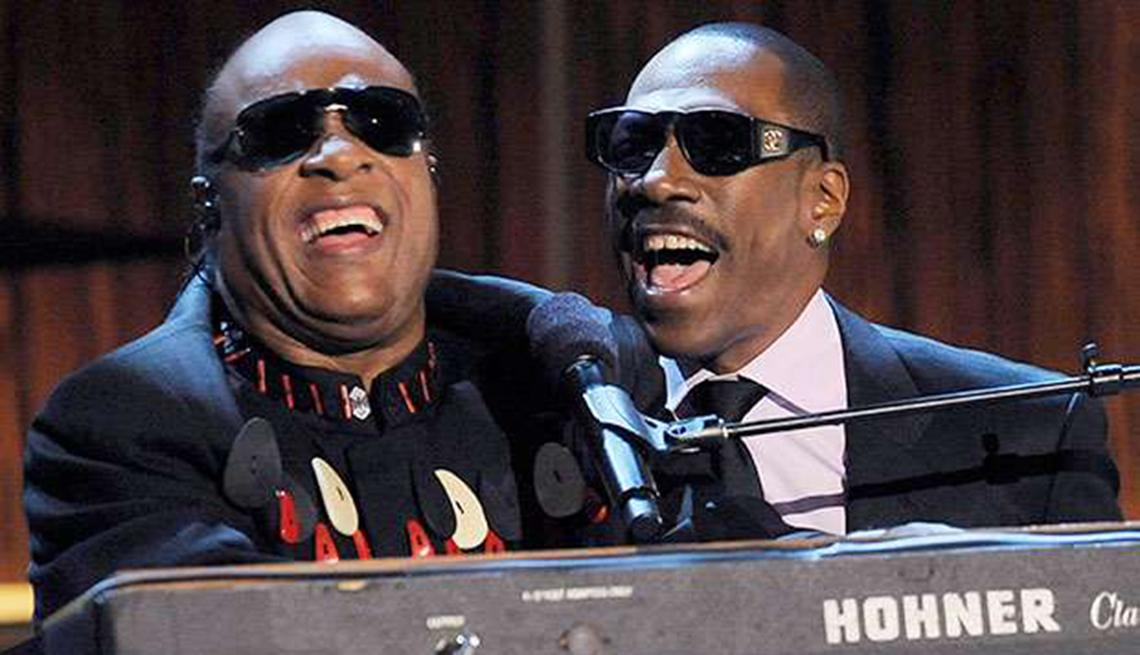 Actores convierten en realidad sus sueños musicales - Eddie Murphy compartiendo el escenario con Stevie Wonder