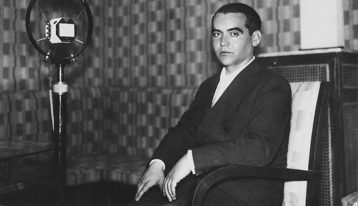 Dramaturgo español Federico García Lorca en una intervención radial, circa 1929