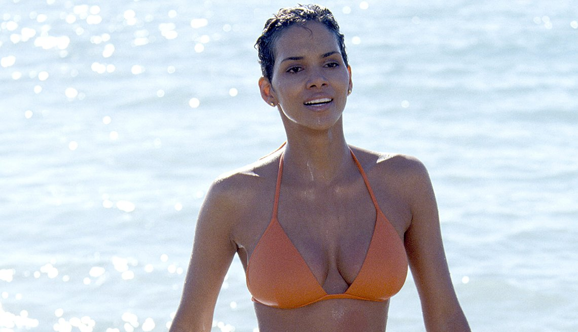 James Bond, el espía que nos ha entretenido por 50 años - Halle Berry, 'Die Another Day,' 2002