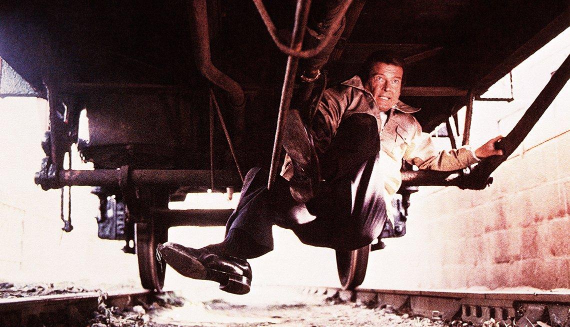 James Bond, el espía que nos ha entretenido por 50 años - Roger Moore, 'Octopussy,' 1983