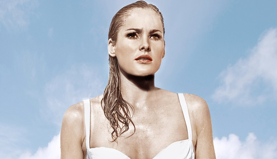 James Bond, el espía que nos ha entretenido por 50 años - Ursula Andress en 'Dr. No,' 1962