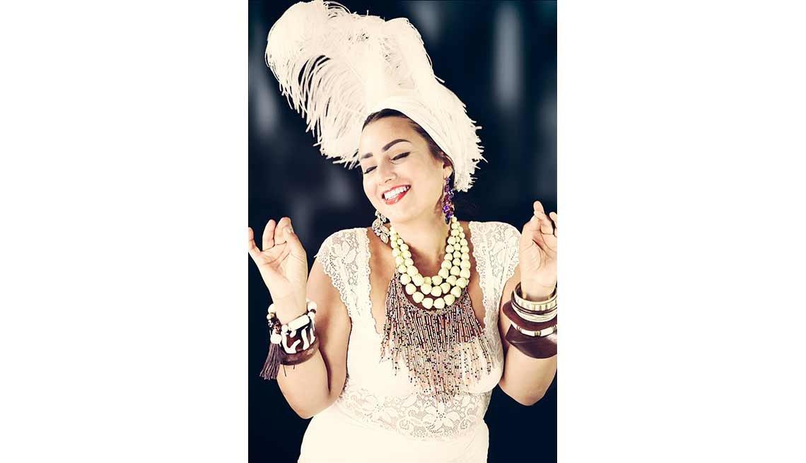 Rebecca G. Torres personificando a Carmen Miranda
