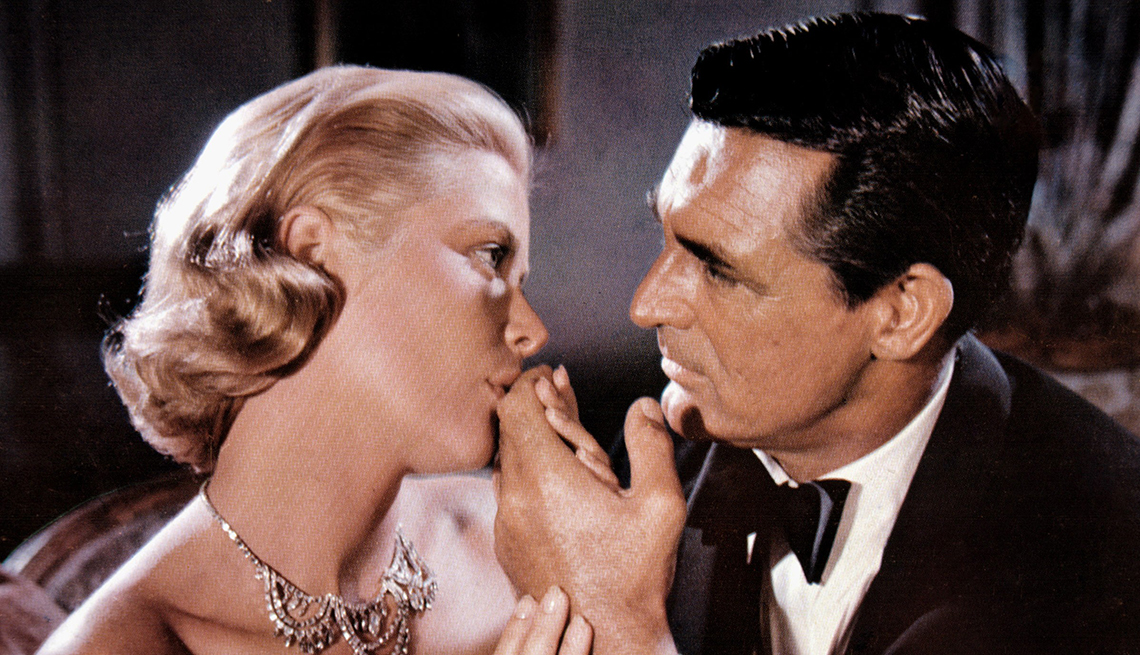 Grace Kelly y Cary Grant en una escena de la película To Catch a Thief, 1955