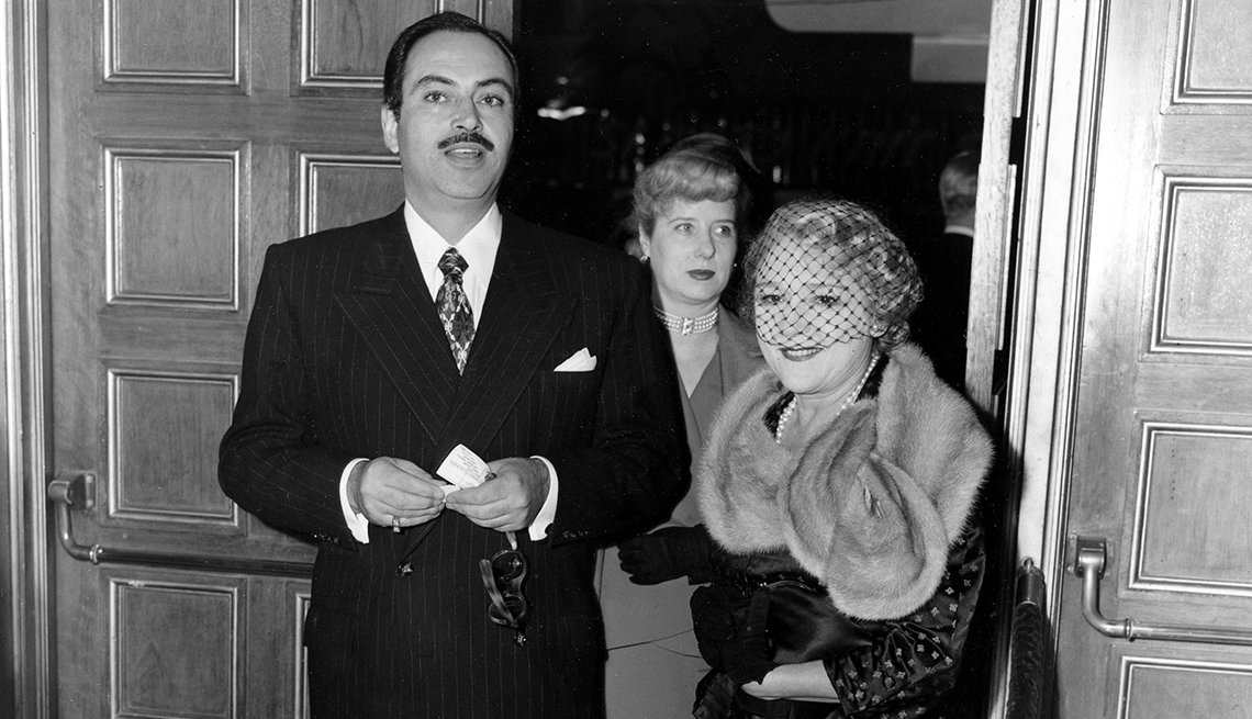 Pedro Armendáriz un actor que dejó huella en México y Hollywood. Aquí al lado de la productora Mary Pickford en Hollywood, 1950