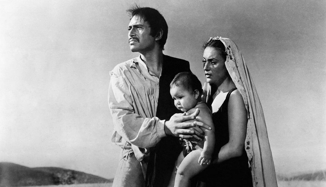 Pedro Armendáriz un actor que dejó huella en México y Hollywood - En una escena de la película La Perla, con Maria Elena Marques, 1947