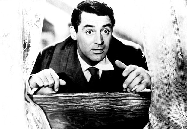 Cary Grant en una escena de la película Arsenic and Old Lace, 1944