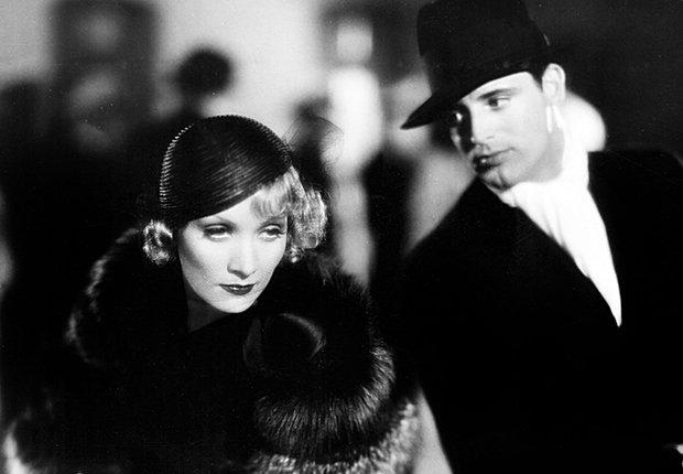 Actor inglés Cary Grant con Marlene Dietrich en una escena de Blonde Venus, 1932