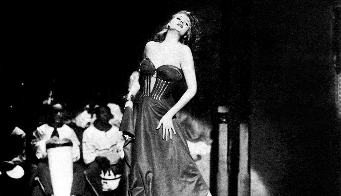 Rita Hayworth en una escena de la película Affair in Trinidad - La vida de la artista en el cine