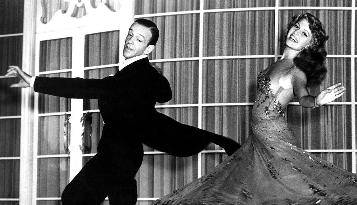 Rita Hayworth y Fred Astaire en una escena de la película You Were Never Lovlier - La vida de la artista en el cine
