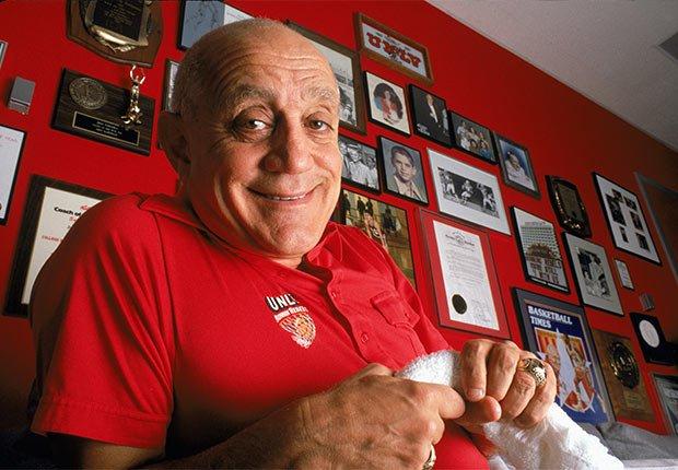 Jerry Tarkanian, 84, entrenador de baloncesto - Famosos que nos dejaron en el 2015