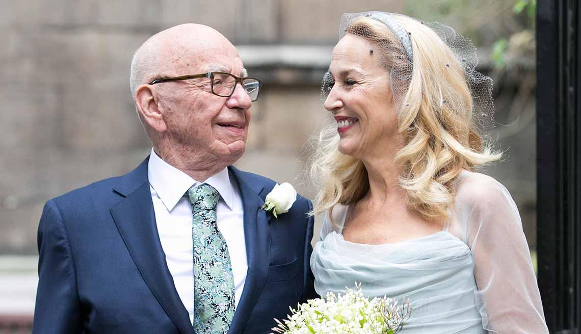 Rupert Murdoch y Jerry Hall - Ventajas de una cita romántica con un hombre mayor