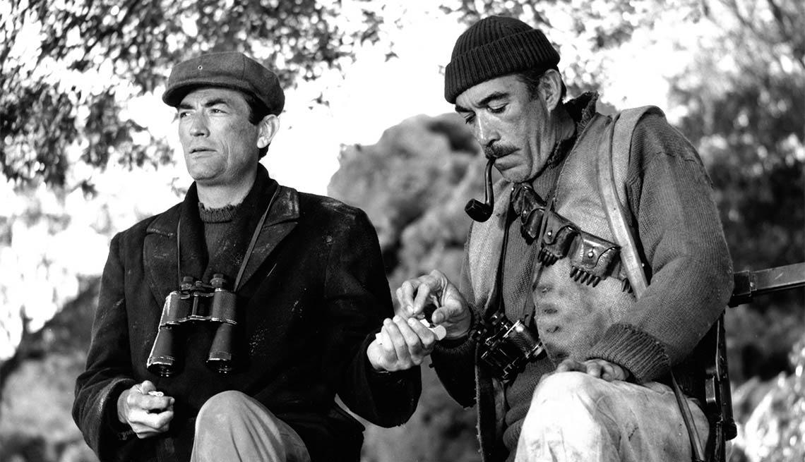 Gregory Peck y Anthony Quinn en una escena de 'The Guns of Navarone'