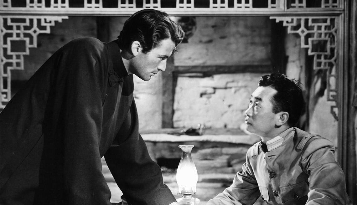 Gregory Peck en una escena de la película 'Keys to the Kingdom' - Carrera del actor en Hollywood