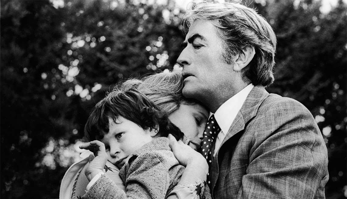 Gregory Peck en una escela de la película 'The Omen' - Carrera del actor en Hollywood