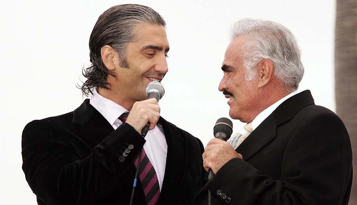 Alejandro y Vicente Fernández - Papás con hijos tan famosos como ellos