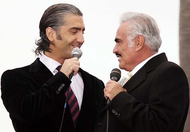 Alejandro y Vicente Fernández - Padres con hijos tan famosos como ellos