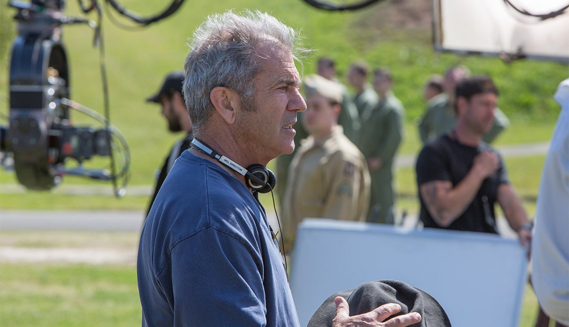 Mel Gibson directs 'Hacksaw Ridge'