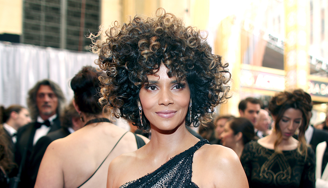 Halle Berry, Curly Ringlets